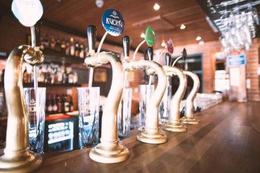 The bar at Panimoravintola Mallaskoski. Image: http://mallaskoski.fi/